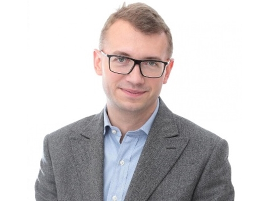 CEO  marcin.mioduszewski@taas.pl  +48 606 460390  Marcin jest doświadczonym doradcą biznesowym, który integruje obszary finansów, zarządzania oraz technologii aby rozwiązywać problemy Klientów a także w imieniu Klienta identyfikować potencjalne korzyści i zagrożenia w działalności biznesowej oraz skutecznie zwiększać wartość firmy Klienta poprzez ich obsługę. Marcin dba o właściwą komunikację z Klientem oraz utrzymanie relacji biznesowych a także łączy potencjalnych partnerów biznesowych w celu nawiązania współpracy z rzetelnymi kontrahentami.